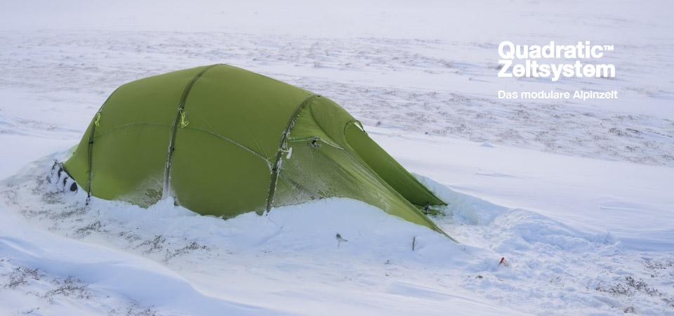 Quadratic Zelt im Schnee